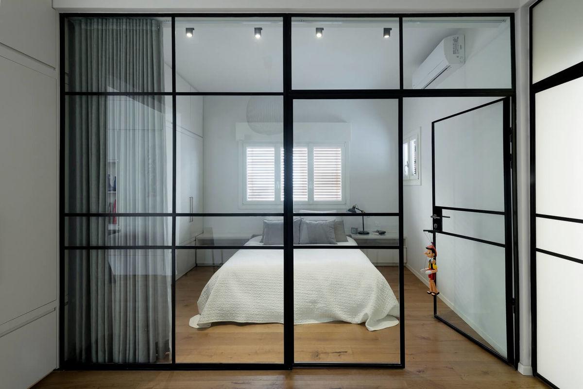 Стеклянная перегородка для спальни